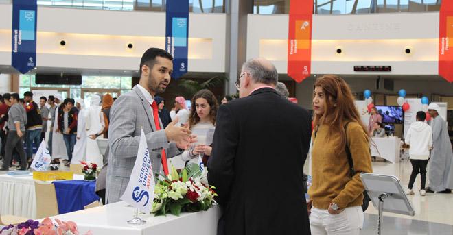 Sorbonne Université Abu Dhabi accueille les visiteurs lors de sa journée Portes Ouvertes avec un robot !